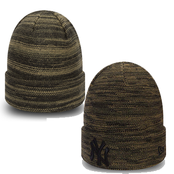 530d08b9 Commemorate your favourite MLB team this season whilst adding effortless  style to your everyday outfit with this New York Yankees cuff knit hat.